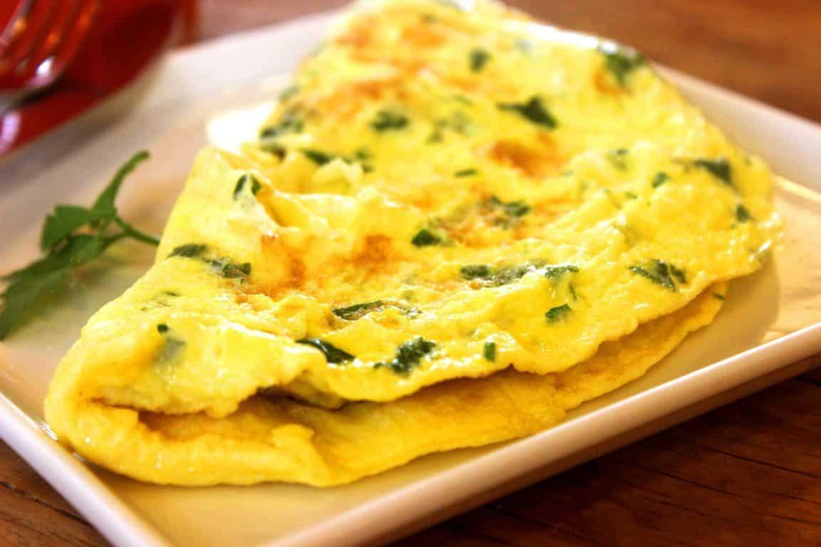 La délicieuse omelette aux feuilles de blette et curcuma
